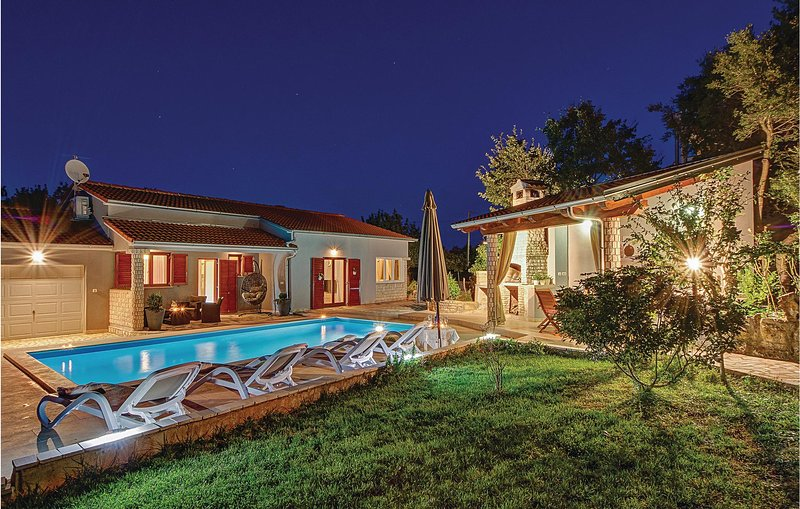 Stunning home in Pavicini with WiFi and 2 Bedrooms (CIK995), casa vacanza a Segotici