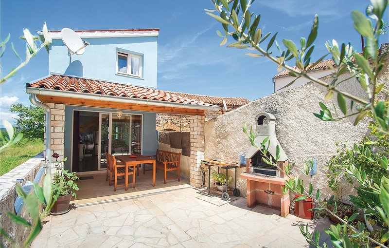 Amazing home in Krnica with WiFi and 2 Bedrooms (CIK858), casa vacanza a Segotici