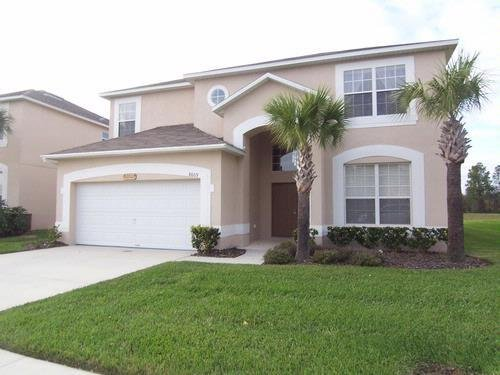 Magical Manor, Beautiful Emerald Island Lake View Villa, location de vacances à Kissimmee