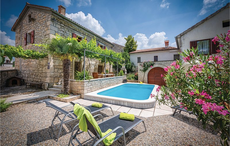 Nice home in Peresiji with WiFi and 2 Bedrooms (CIL053), holiday rental in Bibici