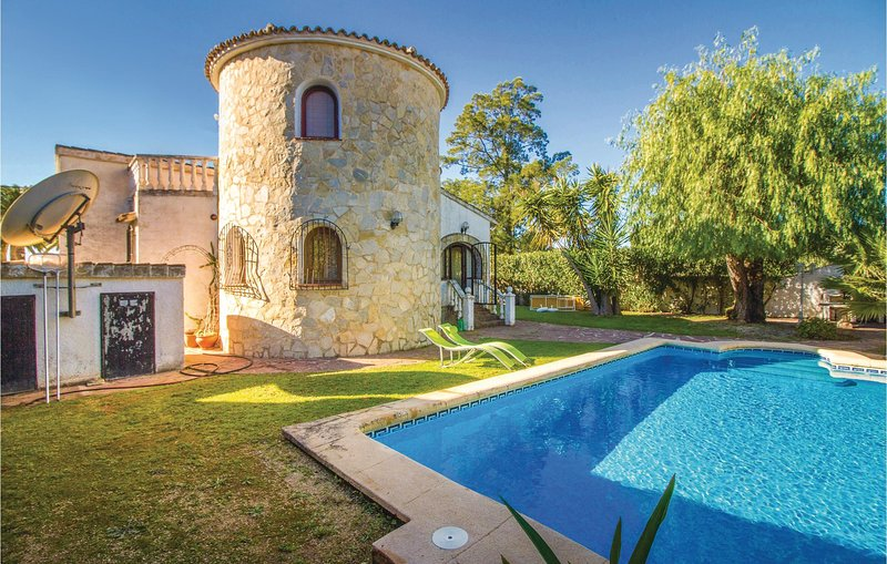 Amazing home in Els Poblets with WiFi and 3 Bedrooms (EBL864), holiday rental in Els Poblets