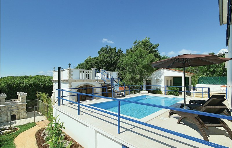 Amazing home in Motovun with WiFi and 2 Bedrooms (CIL085), holiday rental in Karojba