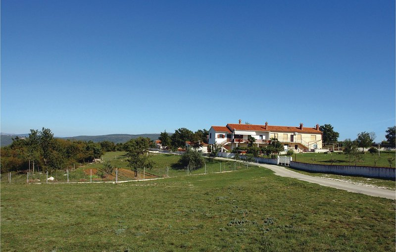 Beautiful home in Barban with 2 Bedrooms (CIL101), location de vacances à Rebici