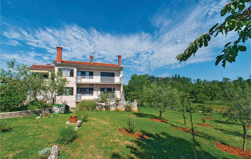 Beautiful home in Divsici with WiFi and 1 Bedrooms (CIL096), holiday rental in Divsici