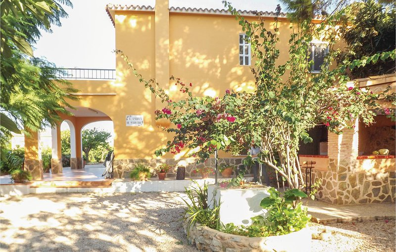 Stunning home in Pego with 3 Bedrooms (EBL999), holiday rental in Adsubia