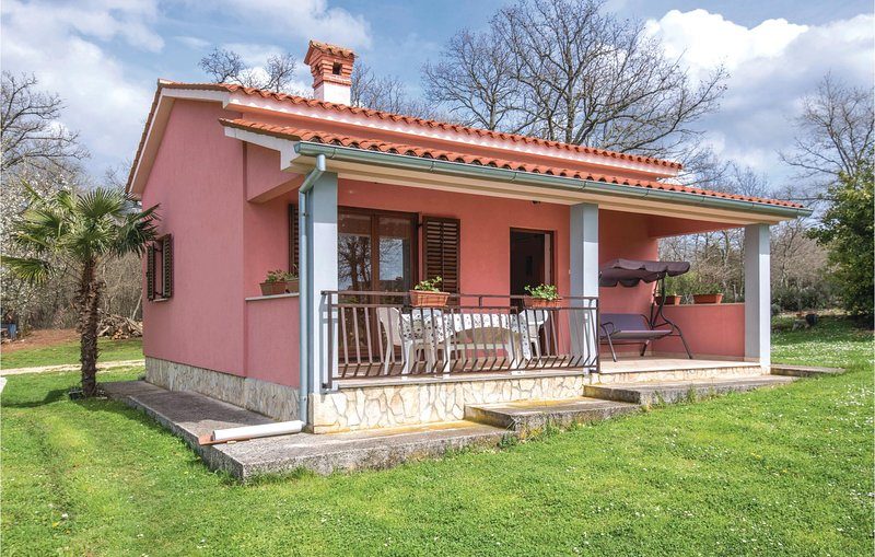 Beautiful home in Bateli with WiFi and 1 Bedrooms (CIL184), holiday rental in Grabri