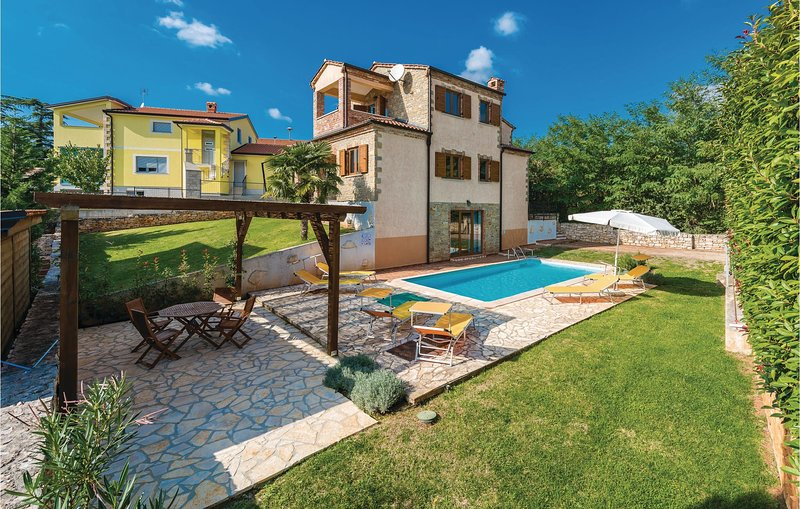 Nice home in Kastelir with WiFi and 4 Bedrooms (CIL448), holiday rental in Markovac