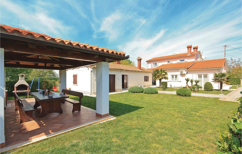 Awesome home in Hrboki with WiFi and 3 Bedrooms (CIL216), location de vacances à Rebici