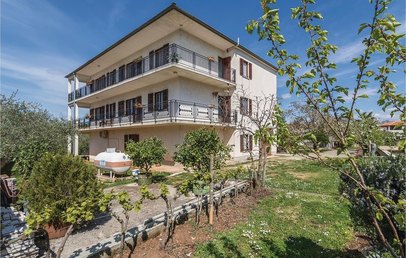 Stunning home in Sv.Lovrec with WiFi and 3 Bedrooms (CIL782), vakantiewoning in Kruncici