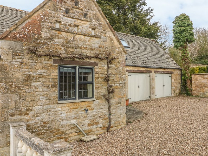 THE COURT YARD COTTAGE, 3 bedrooms and perfect for friends and families, Little, vacation rental in Wyck Rissington