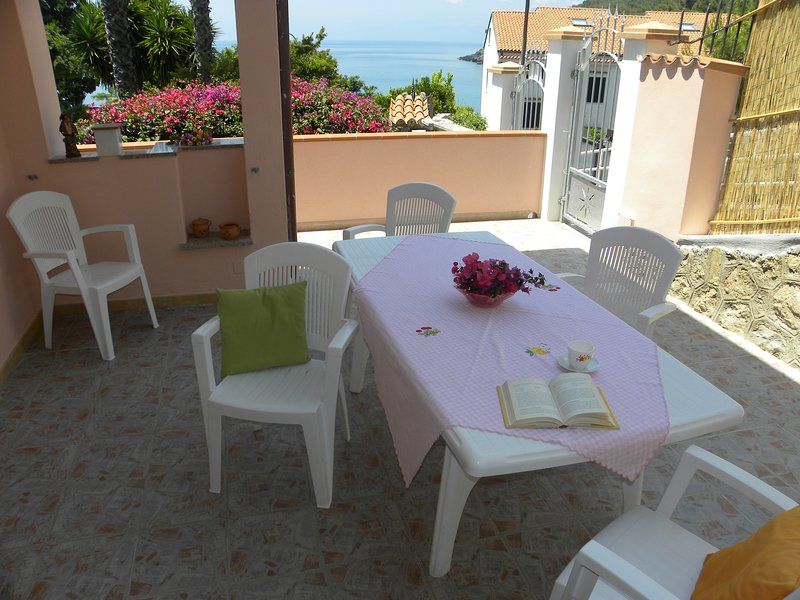 Nice apartment with sea view & Wifi, location de vacances à Maratea