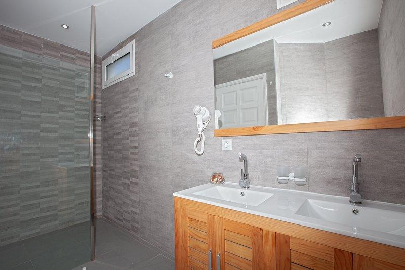 Shower Room (Shared shower room for Bedroom 5+6)