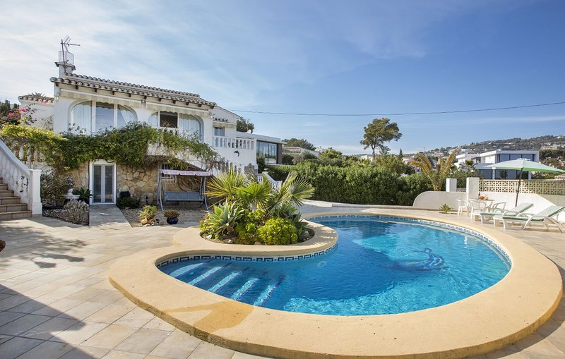 Villa Alzina - Villa with pool close to the beach, holiday rental in Calpe