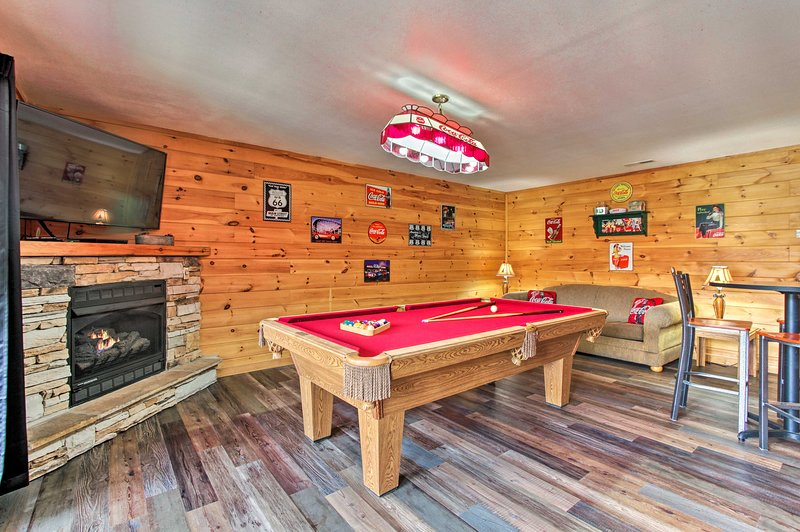 This vacation rental cabin features a vintage-inspired game room!