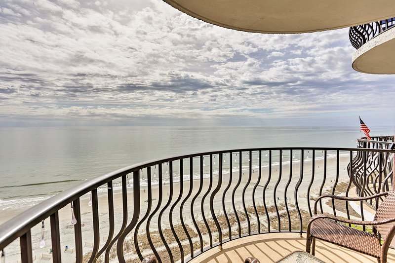 Myrtle Beach Condo w/Atlantic Views & Resort Perks, holiday rental in Myrtle Beach