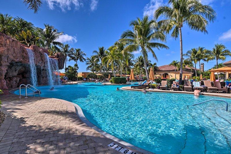 Lavish Naples Resort Villa w/ Private Pool!, aluguéis de temporada em Lely Resort