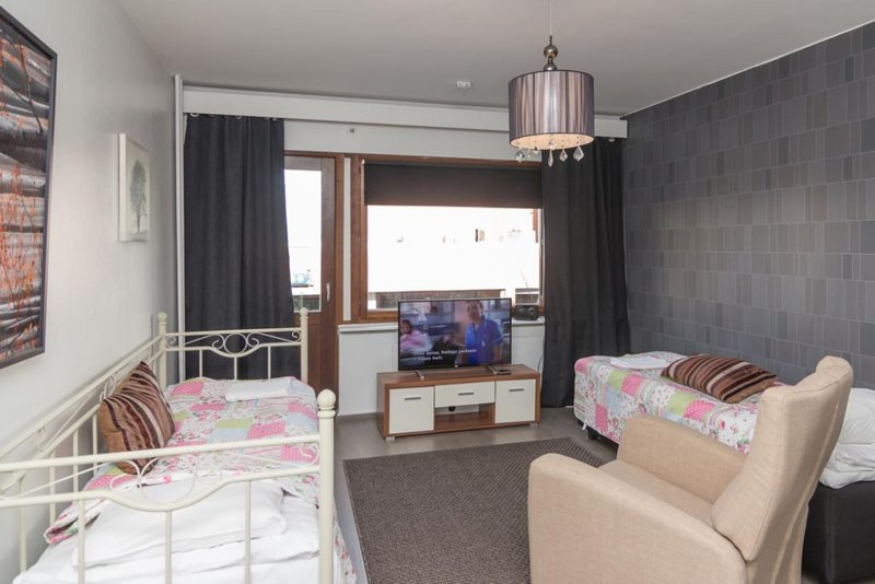 Santa's Holiday Homes - Studio Apartment B8, holiday rental in Sinetta