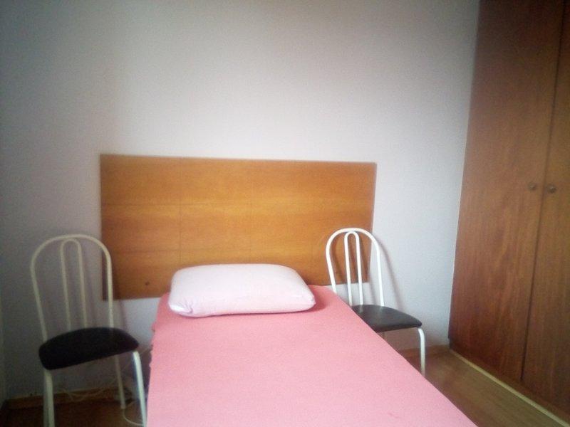 Alugo quarto individual diária e mensal pros a USP, holiday rental in Carapicuiba