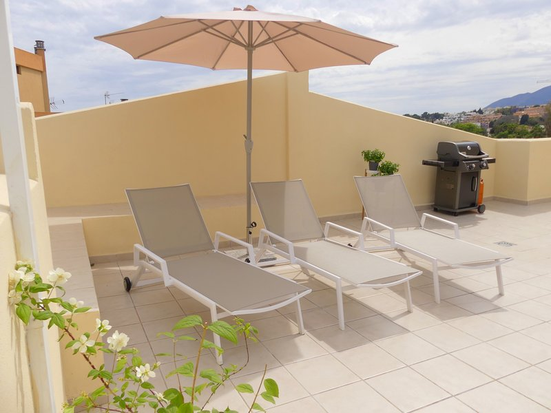 Penthouse / Penthouse Terrace, sun loungers, barbecue, outdoor sofa, outside dining table