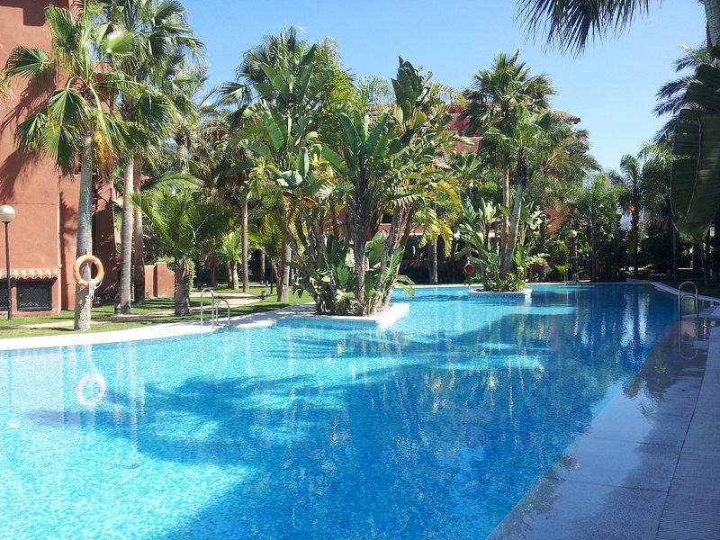 Piso junto al campo de golf en Playa Granada, alquiler vacacional en Torrenueva
