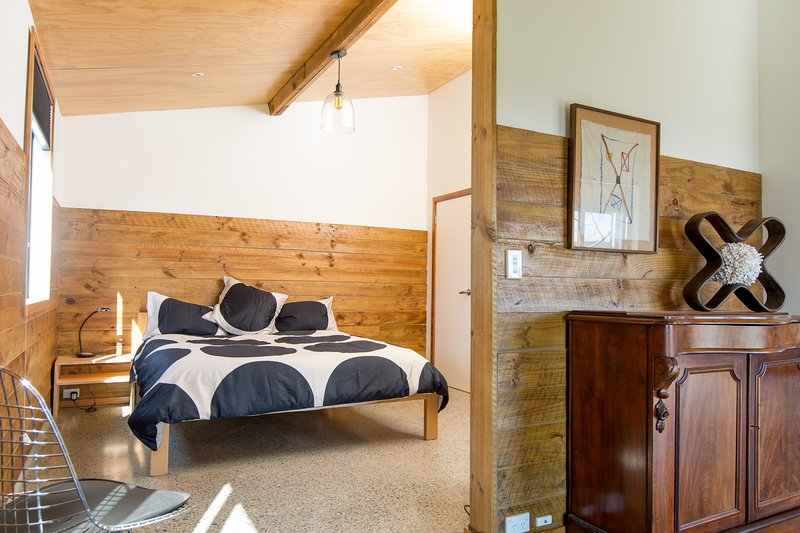 The main bedroom features a King bed with a quality latex mattress and high quality linen.