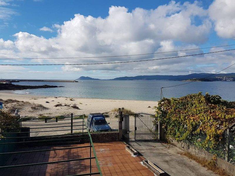 Precioso Apartamento en la misma Playa, holiday rental in Outes