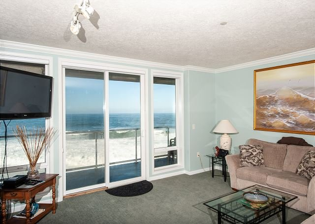 The Whaler's Suite - Second Floor Oceanfront Condo, Hot Tub, Pool, Wifi & More, vacation rental in Depoe Bay