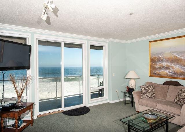 The Whaler's Suite - Second Floor Oceanfront Condo, Hot Tub, Pool, Wifi & More, alquiler de vacaciones en Depoe Bay
