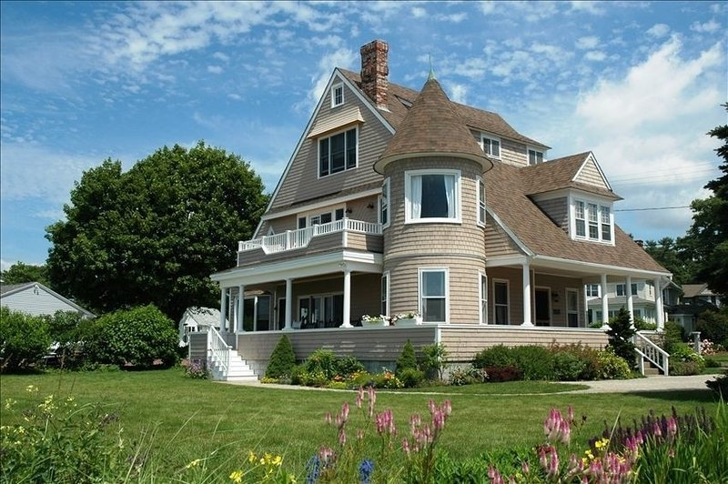 EXCEPTIONAL OCEAN FRONT HOME WITH PRIVATE BEACH AND   BACKYARD, vacation rental in Kennebunkport