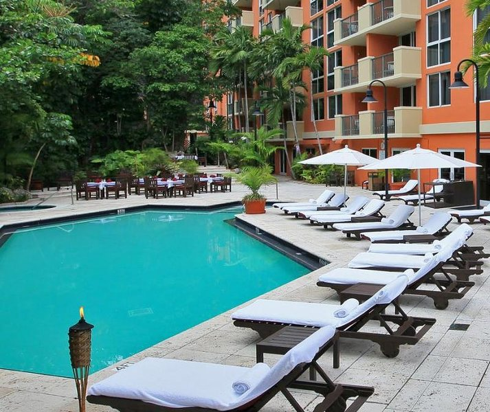 2 COMFY 1BR SUITES, 5 MIN TO COCO WALK, POOL, SAUNA, holiday rental in Coral Gables