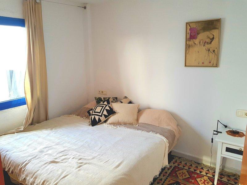 Godetevi un bel letto king size che può anche essere convertito in due piccoli letti.