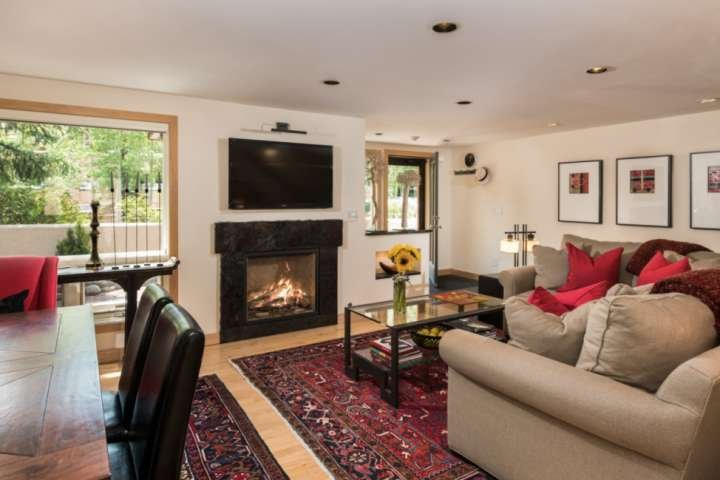 Great For Friends or Family! Walk to Lifts & Restaurants at Aspen Highlands. Gas Chalet in Aspen