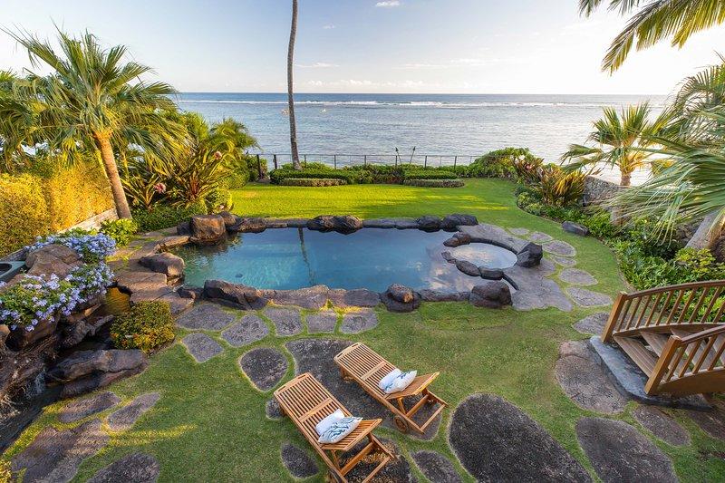 Kahala Oceanside is a private paradise retreat on the coastline of South Shore Oahu.