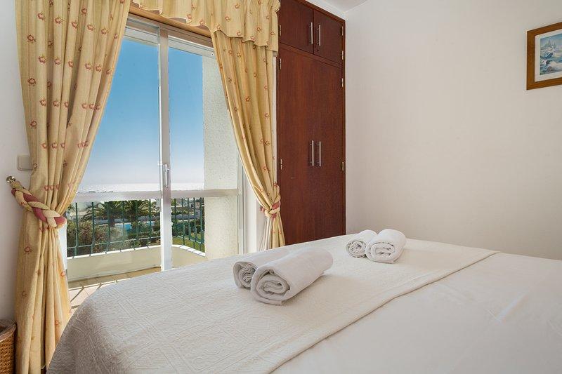 Seaview Apartment H, holiday rental in Bensafrim