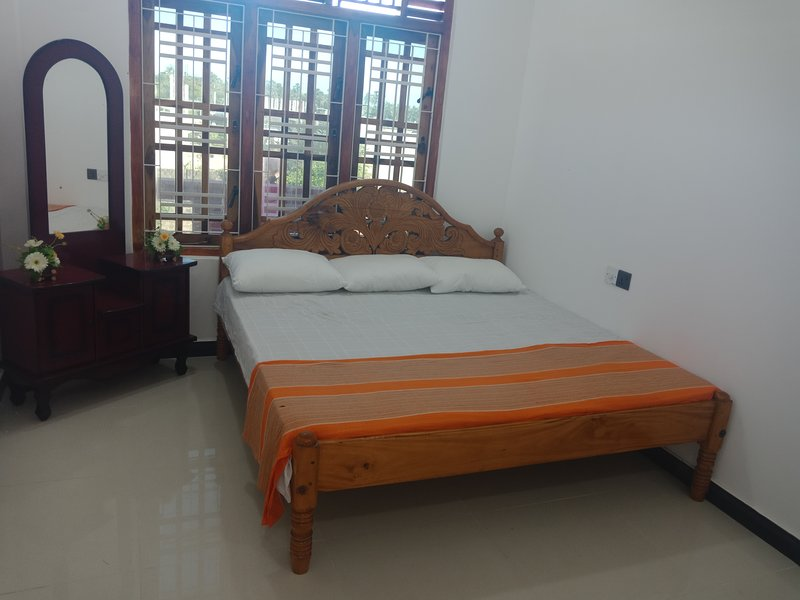 ElankoGuestHouse, holiday rental in Uppuveli