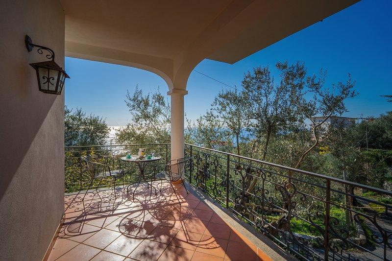 AMORE RENTALS -Villa Gea with Sea View and Parking near the Beach, holiday rental in Nerano