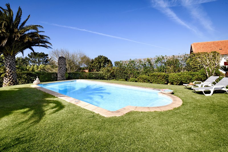 QUINTA WITH STUNNING SEA VIEW, holiday rental in Colares