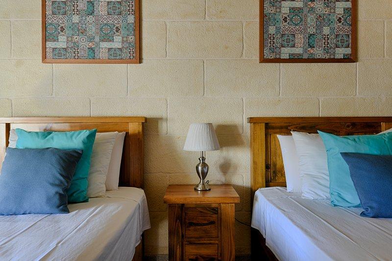 Ta'Ferres B&B - Twin Room with Private Bathroom, casa vacanza a Xewkija