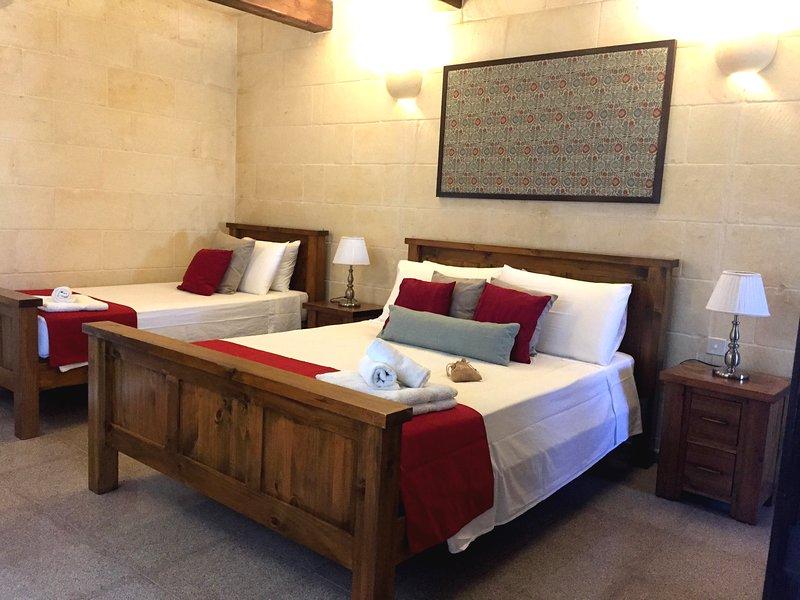 Ta'Ferres B&B - Triple Room with Terrace, casa vacanza a Xewkija