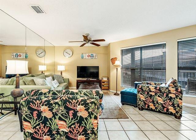 Sandpiper 2C ~ Beachside Condo with Palm Tree Views~Bender Vacation Rentals, location de vacances à Gulf Shores
