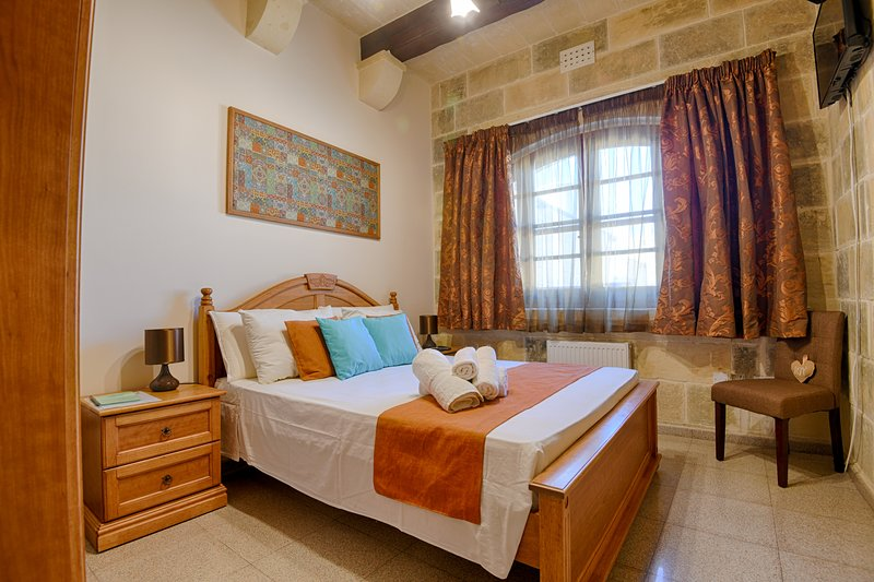 Ta'Ferres B&B - Double Room with bathroom and pool view, casa vacanza a Xewkija
