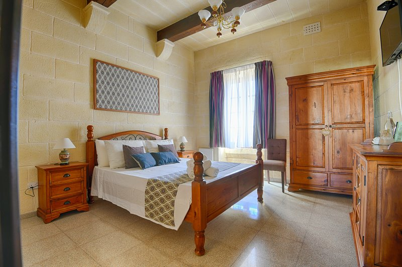 Ta'Ferres B&B - Double Room with bathroom and street view, casa vacanza a Xewkija