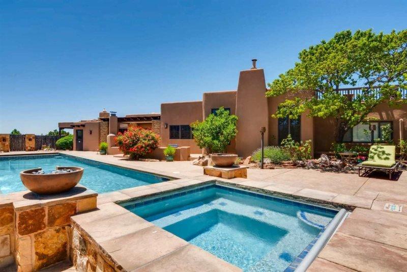 Los Valverde - Exclusive Luxury Home, Unsurpassed Views, Pool and Hot tub!, location de vacances à Tesuque