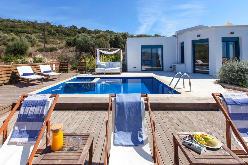 Get 10%Off At Villa Alma with Private Pool&Views,Ideal forFamilies Until MidJuly, holiday rental in Evgiros