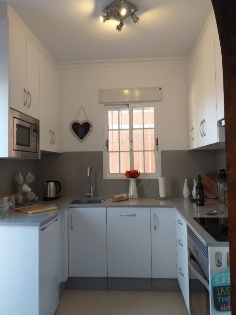 Stunning fully fitted Kitchen with dishwasher