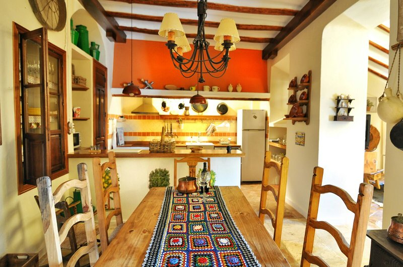 Spacious villa with swimming-pool, vacation rental in Zuheros