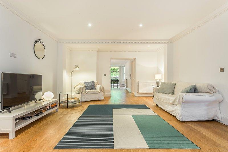 ECR Lovely Modern Garden Flat - 2 Bed, alquiler de vacaciones en Chiswick