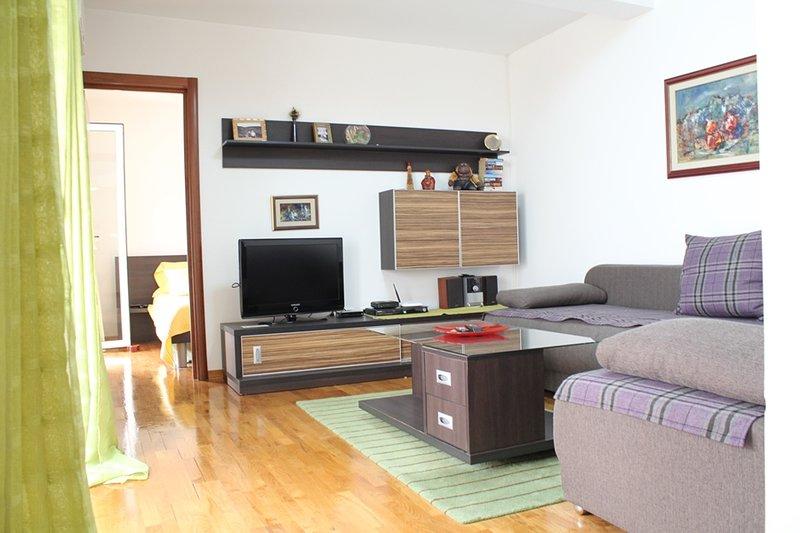 One Bedroom Apartment for 6 persons near the beach and centre of Budva, N15, location de vacances à Budva