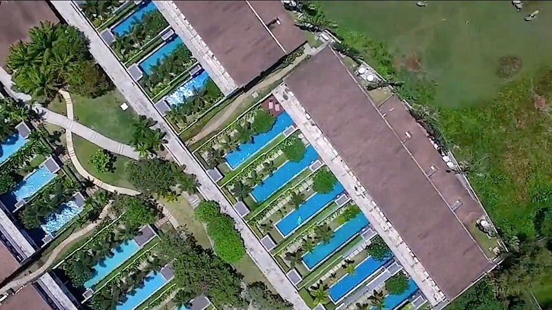 Casas adosadas privadas en un complejo verde cerca de la playa de Bang Tao