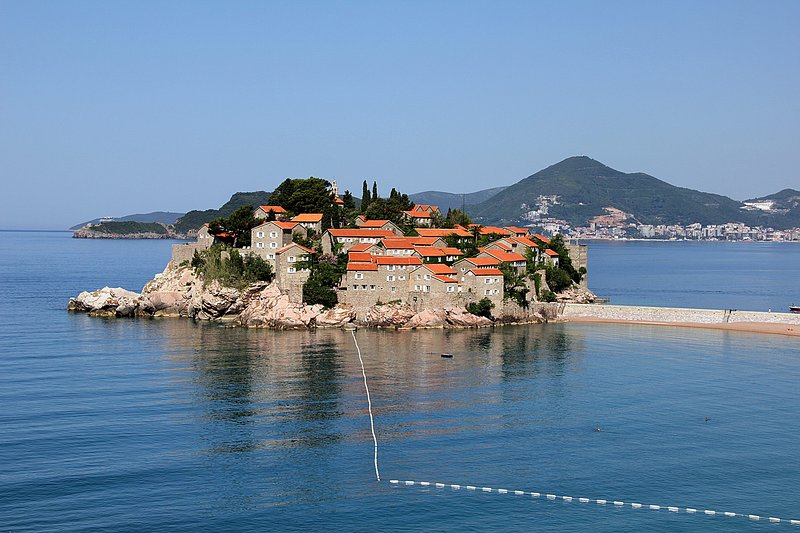 Montesan BM4 apartment with side sea view, holiday rental in Sveti Stefan